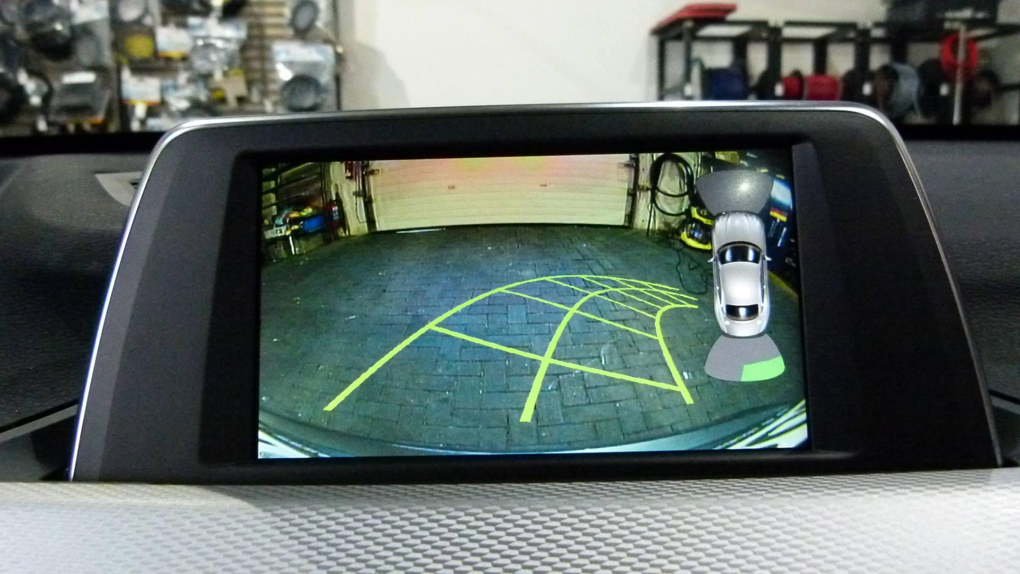 BMW X1 F48 Bj. 2015 | Griffleistenkamera an OEM Monitor nachgerüstet