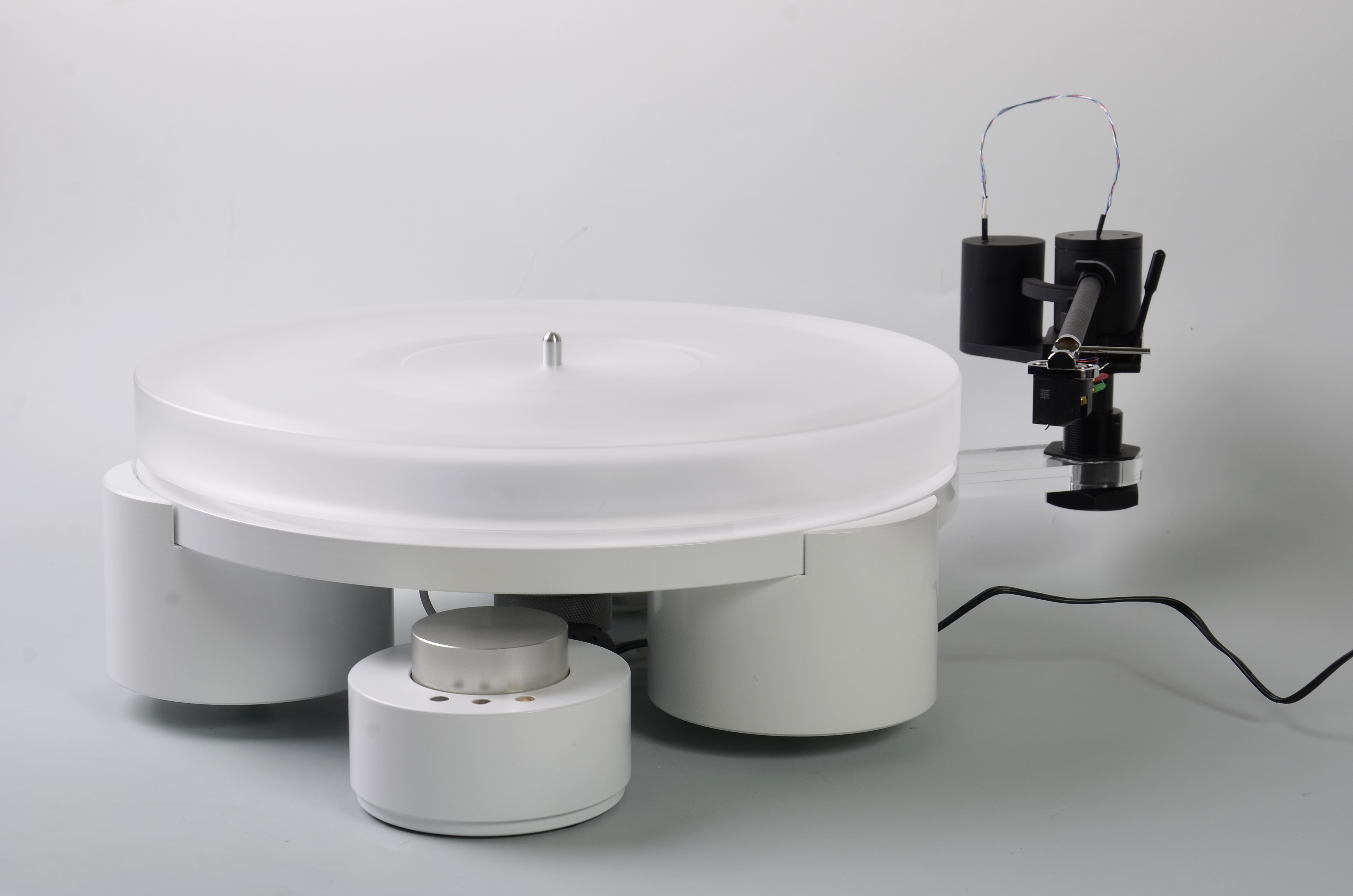Tien TT3 Plattenspieler mit Magnetlager